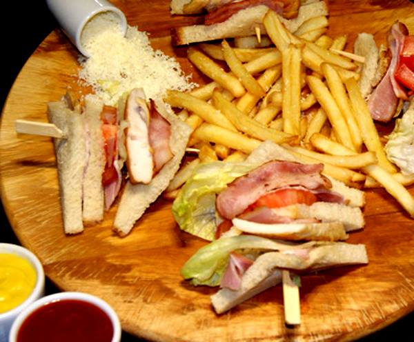 Maxwill`s Pizza Club Sandwich 2